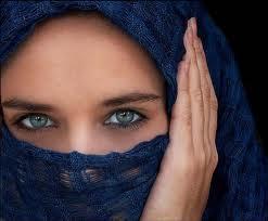 girl with veil blue eyes