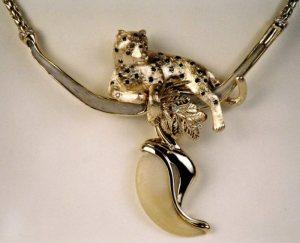 leopard collarbone